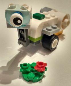 """Verkleinertes Modell des LEGO-WeDo Roboters """"Milo"""""""